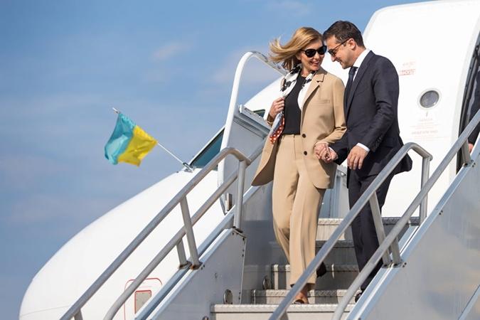 Елена Зеленская для визита в США выбрала розовый жакет от люксового бренда [фото]