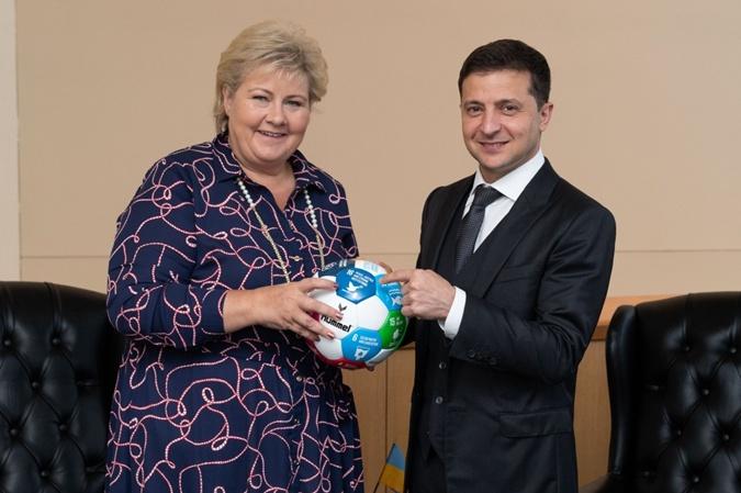 Зеленский в ООН: предложил Норвегии добывать газ в Украине и пригласил инвесторов Румынии [фото]