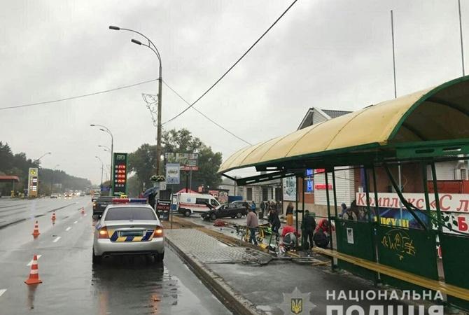 В Броварах полицейский въехал в остановку, погибла женщина [фото]