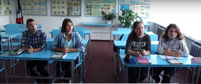 Школа под Тернополем одолжила выпускника, чтобы не закрывать 11-й класс