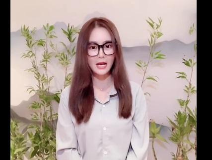 Домохозяйка опозорила гламурную блогершу, показав свалку ее квартире [видео]