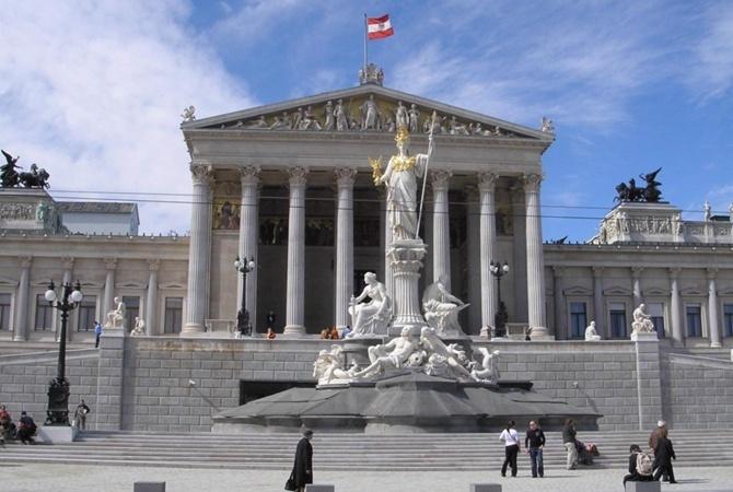В Австрии начались досрочные выборы в парламент