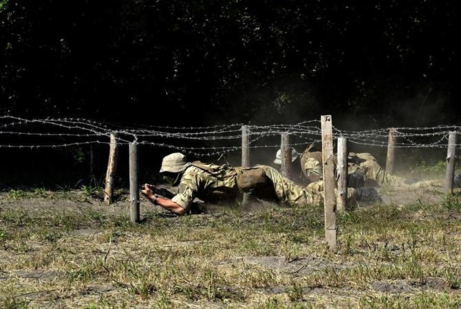 В Донбассе под обстрелом погиб военный