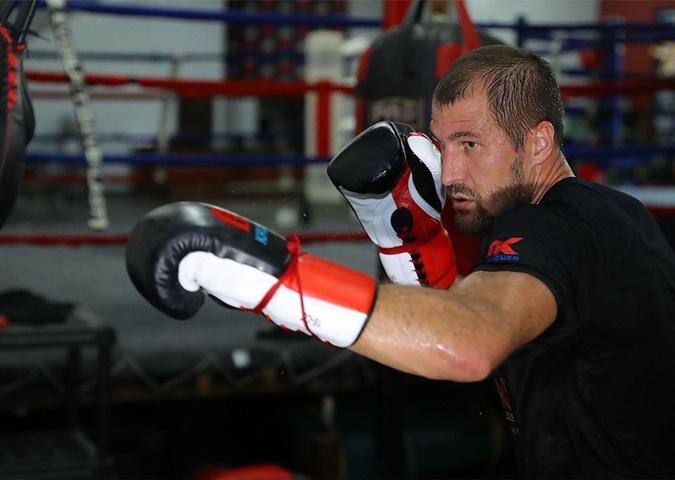 Альварес-Ковалев: бой, ради которого стоит проснуться в 6 утра [фото]