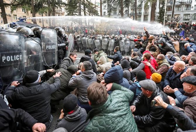 Протесты в Грузии: на 1,5 миллиона жителей митингуют 10-15 тысяч