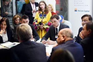 Няни, единороги и каникулы: как президент с премьером инвесторов заманивали