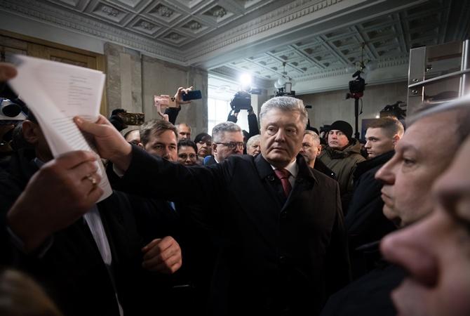 Порошенко пожаловался, что из-за ГБР не смог улететь в Давос