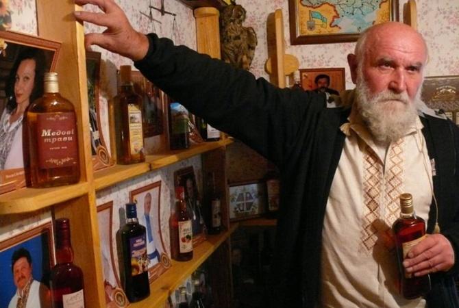 77-летний ДiД Василь написал гимн пчеловодов и открыл музей меда