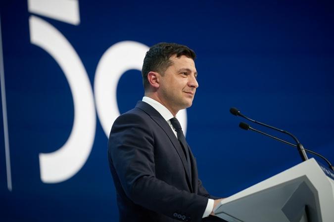 Стиль украинской делегации в Давосе: Маркарову подвела обувь, а Коболев выбрал выигрышный цвет пиджака [фото]