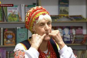 Бабушка-свистунья из Днепра покорила Европу соловьиной трелью